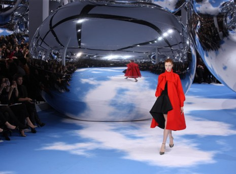 christian-dior-fall-2013-runway-3-AP-PF-465x344